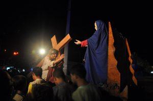 17917833_1863832317223292_4164234600483886631_o-300x199 Mais Imagens da primeira noite de apresentação do espetáculo da Paixão de Cristo 2017 em Monteiro