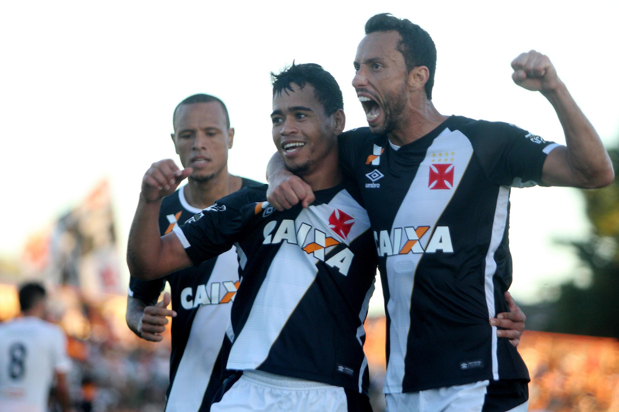 33801442955_e12533b22b_k-300x200 Vasco vence Nova Iguaçu e garante vaga na semifinal da Taça Rio