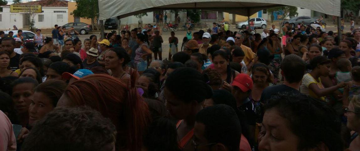 48f606fa-9731-4887-99d1-dc0836f1a5e0 Prefeitura de Monteiro faz distribuição de peixes e chocolates com a população