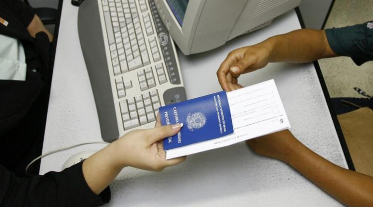 750_carteira-de-trabalho_1475709 Sine-JP oferece 89 vagas de emprego nesta semana