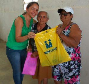 açao-social-01-300x282 Prefeitura de Monteiro faz distribuição de peixes e chocolates com a população