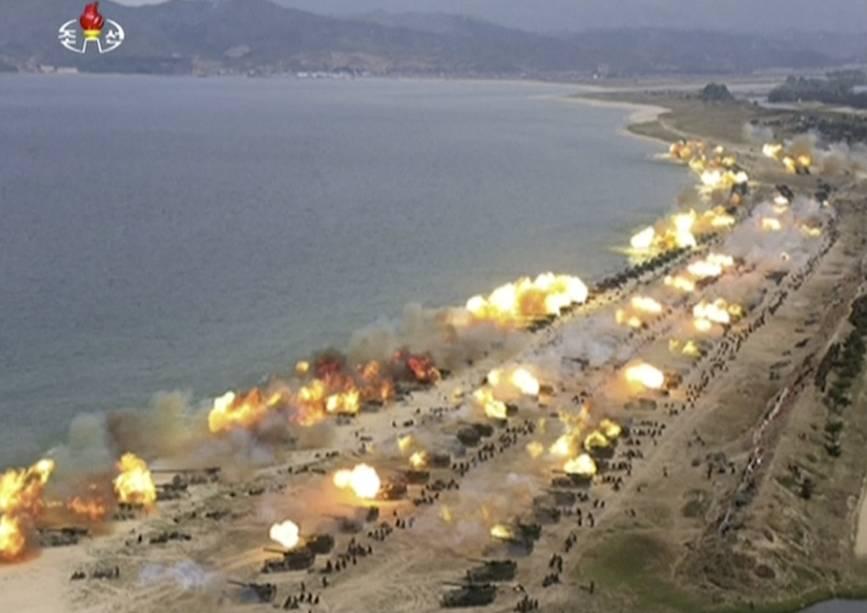 ap_17116304348612 Coreia do Norte: primeiras fotos de exercício militar divulgadas