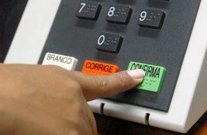 aurna-eletronica-460-48-300x196 Eleitores de 12 municípios vão às urnas neste domingo eleger prefeitos
