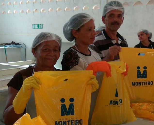 d7936f69-495f-47c2-ab1c-ff0f4c4c642b Prefeitura de Monteiro faz distribuição de peixes e chocolates com a população