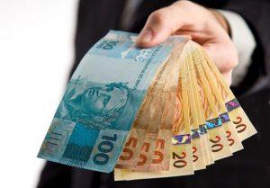 dinheiro-1-300x209 Prefeitura de Zabelê realiza pagamento de servidores próxima quarta-feira (31)