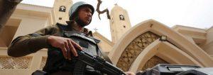 policial-armado-847x302-300x107 Após ataques a igrejas, estado de emergência começa a valer no Egito