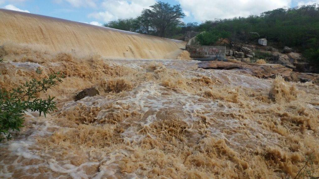 sa-1024x576 Barragem de São José começa a sangrar em Monteiro; Confira fotos