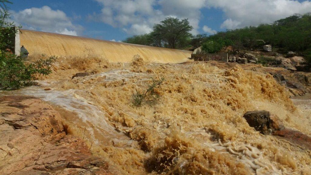 ssd-1024x576 Barragem de São José começa a sangrar em Monteiro; Confira fotos
