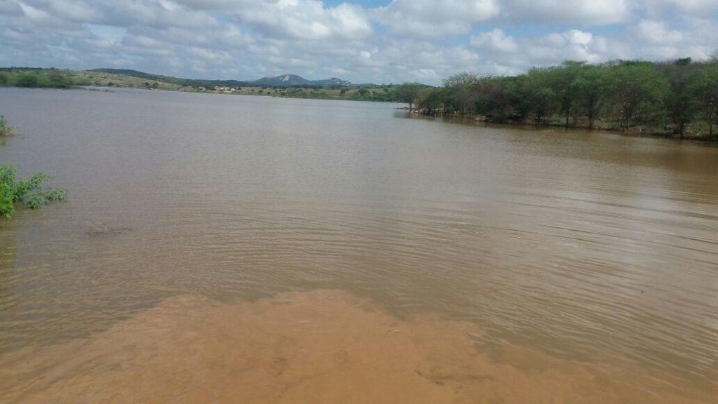 sssssss-1024x576 Barragem de São José começa a sangrar em Monteiro; Confira fotos