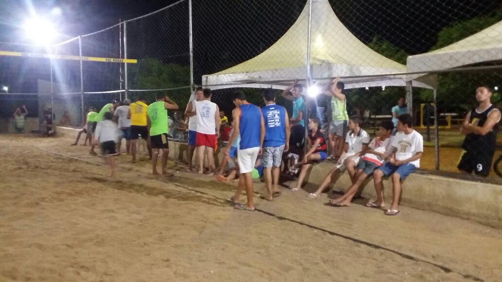 v-areia Vice prefeito prestigia semi finais do torneio de vôlei de areia