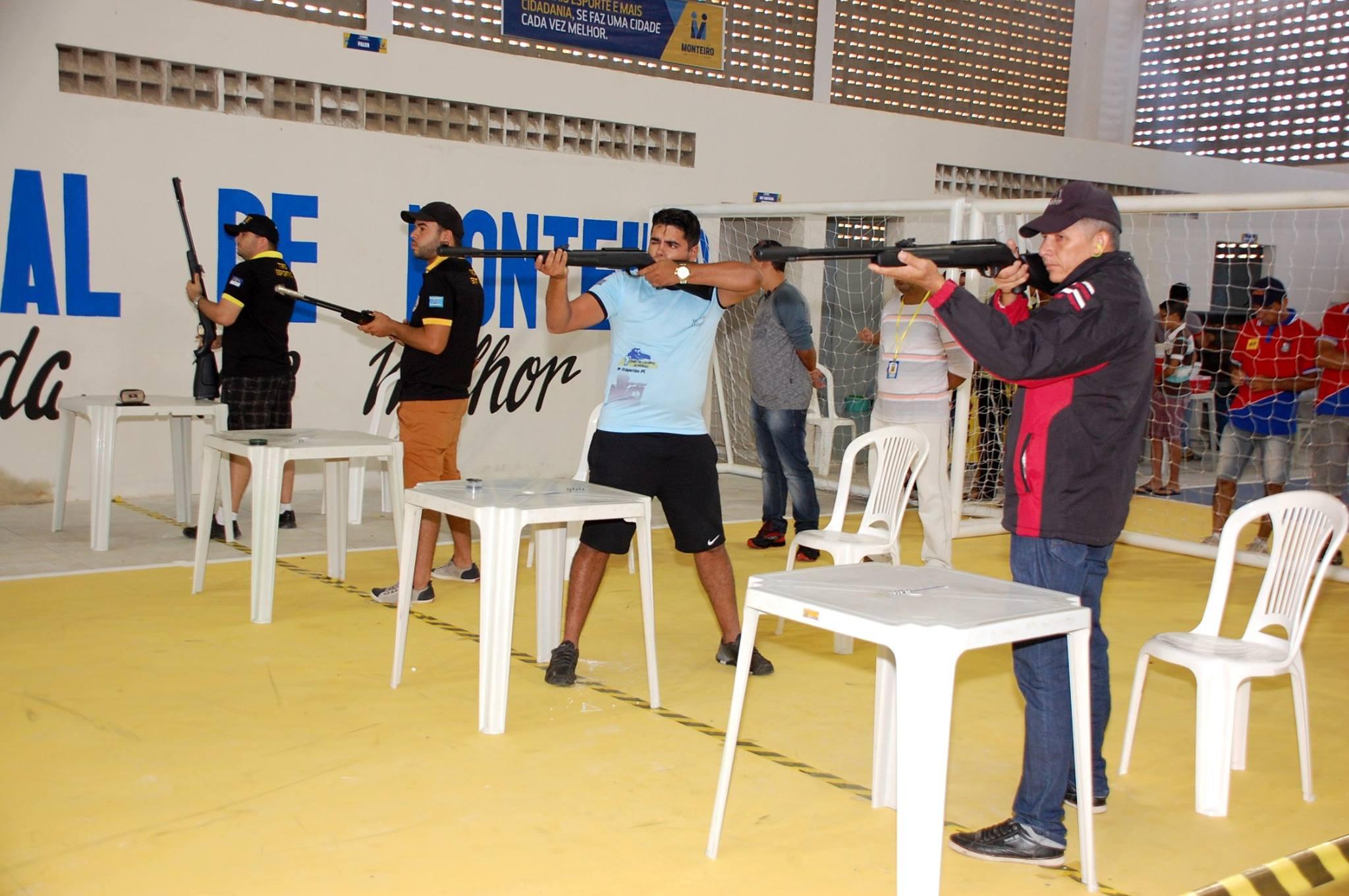 18738782_1889324521340738_1578330112643278762_o-1-300x199 Participantes comemoram o sucesso do Torneio de Tiro Esportivo de Monteiro