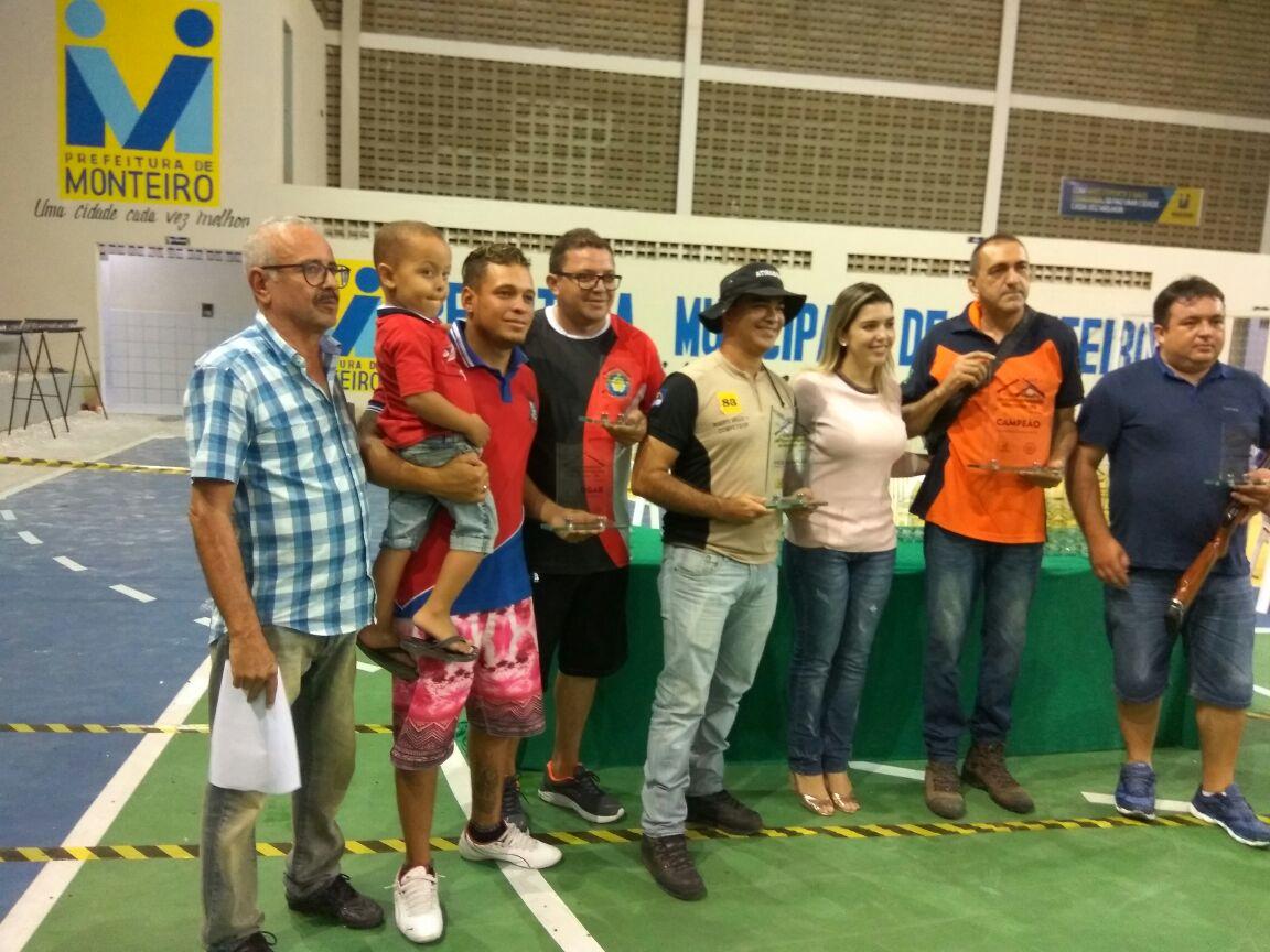 1c507eaf-f2ec-4326-a56e-0769d54b89b1-300x225 Participantes comemoram o sucesso do Torneio de Tiro Esportivo de Monteiro