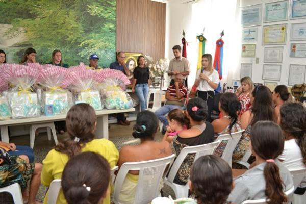 88-300x200 Prefeitura de Monteiro homenageia mães comerciantes e gestantes