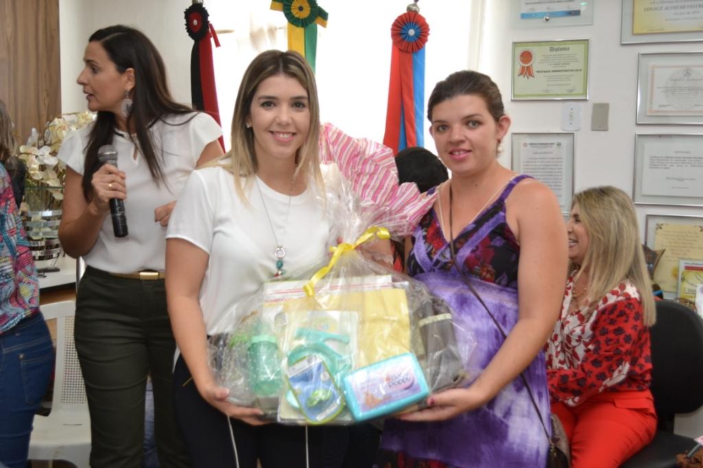 DSC_0756-300x200 Prefeitura de Monteiro homenageia mães comerciantes e gestantes