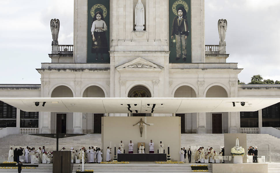 fatima-300x186 Papa Francisco canoniza crianças de Fátima em Portugal