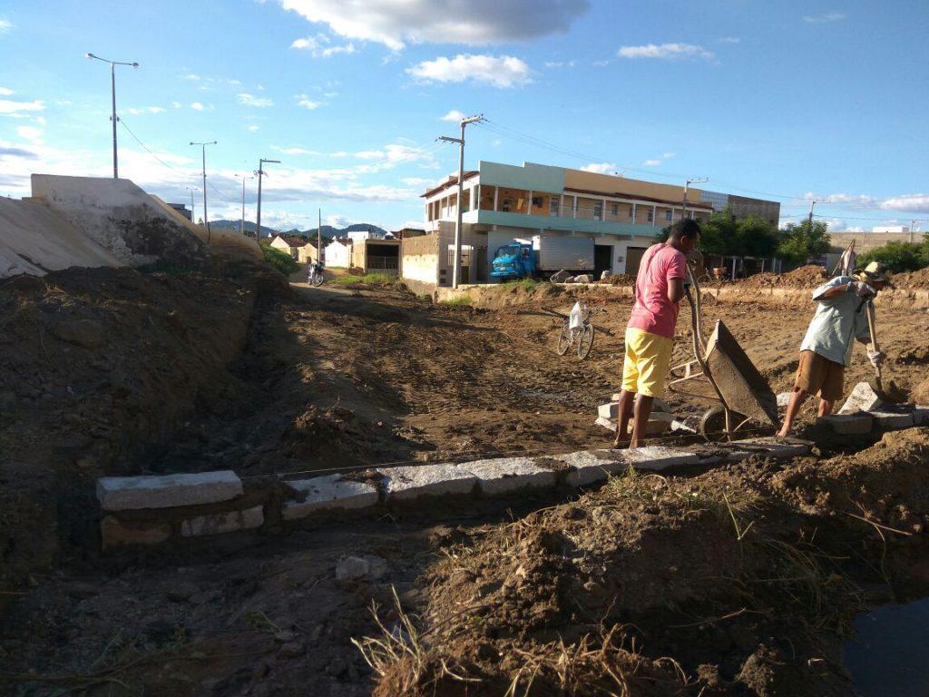 obras-em-monteiro-1024x768 Prefeitura realiza serviços de infraestrutura em via de acesso ao Alto do São Vicente