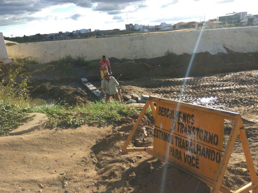 obras-em-monteiro.jpg-02-1024x768 Prefeitura realiza serviços de infraestrutura em via de acesso ao Alto do São Vicente