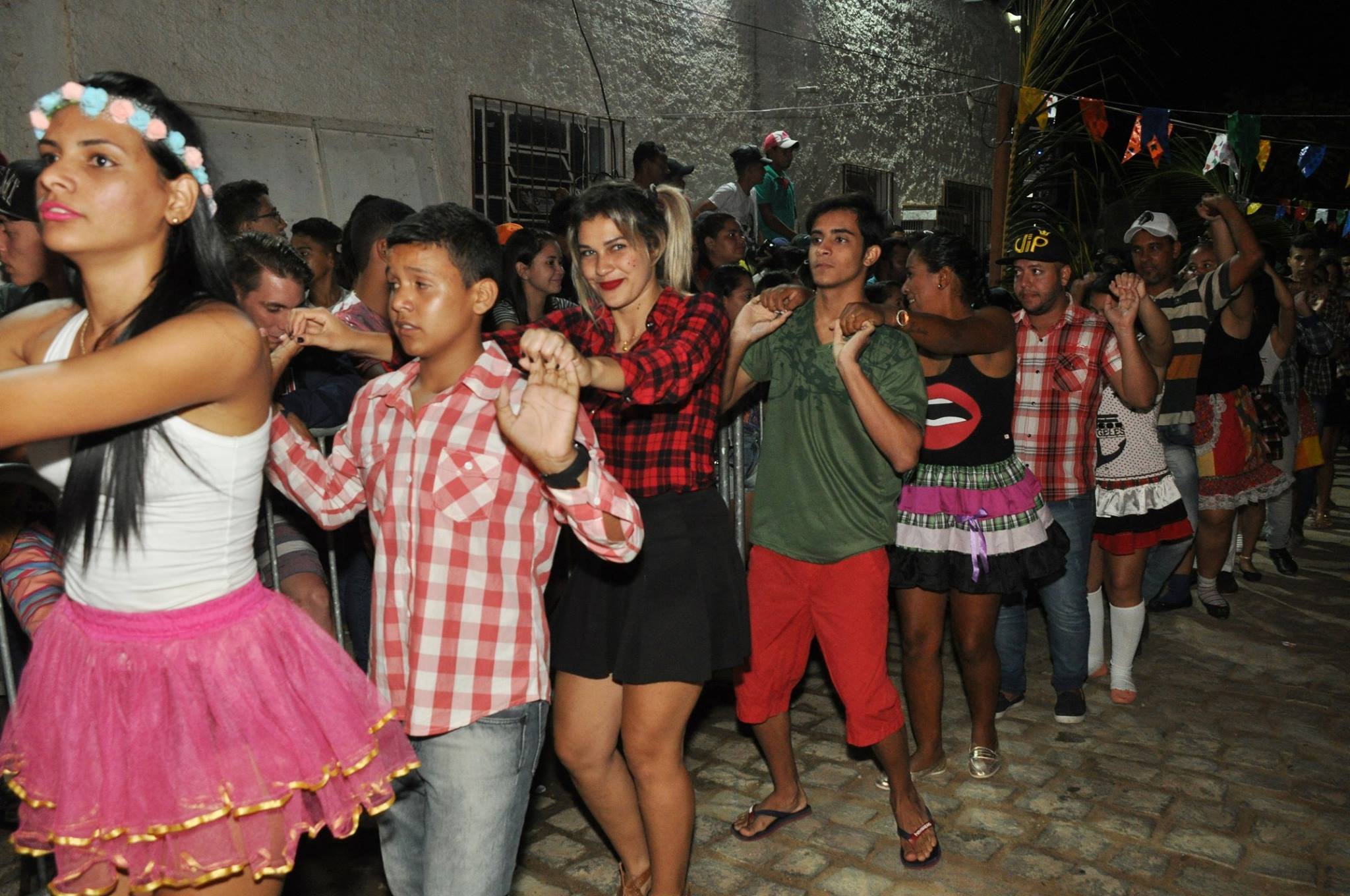 19055752_1899330380340152_5316843413809403723_o-1024x680 OPIPOCO mostra como foi a Segunda noite do festival de quadrilhas em Monteiro. Confira Imagens
