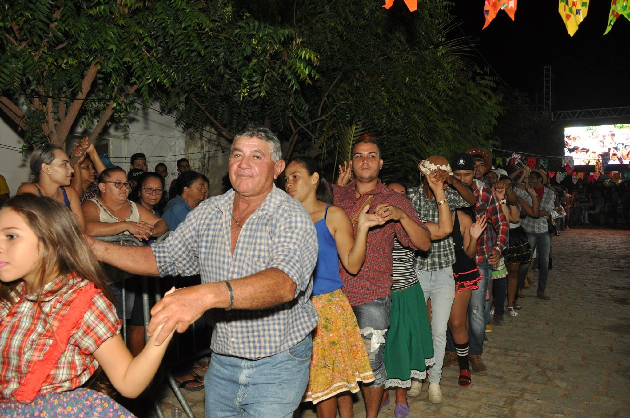 19092610_1899331450340045_1266948325095873455_o-1024x680 OPIPOCO mostra como foi a Segunda noite do festival de quadrilhas em Monteiro. Confira Imagens