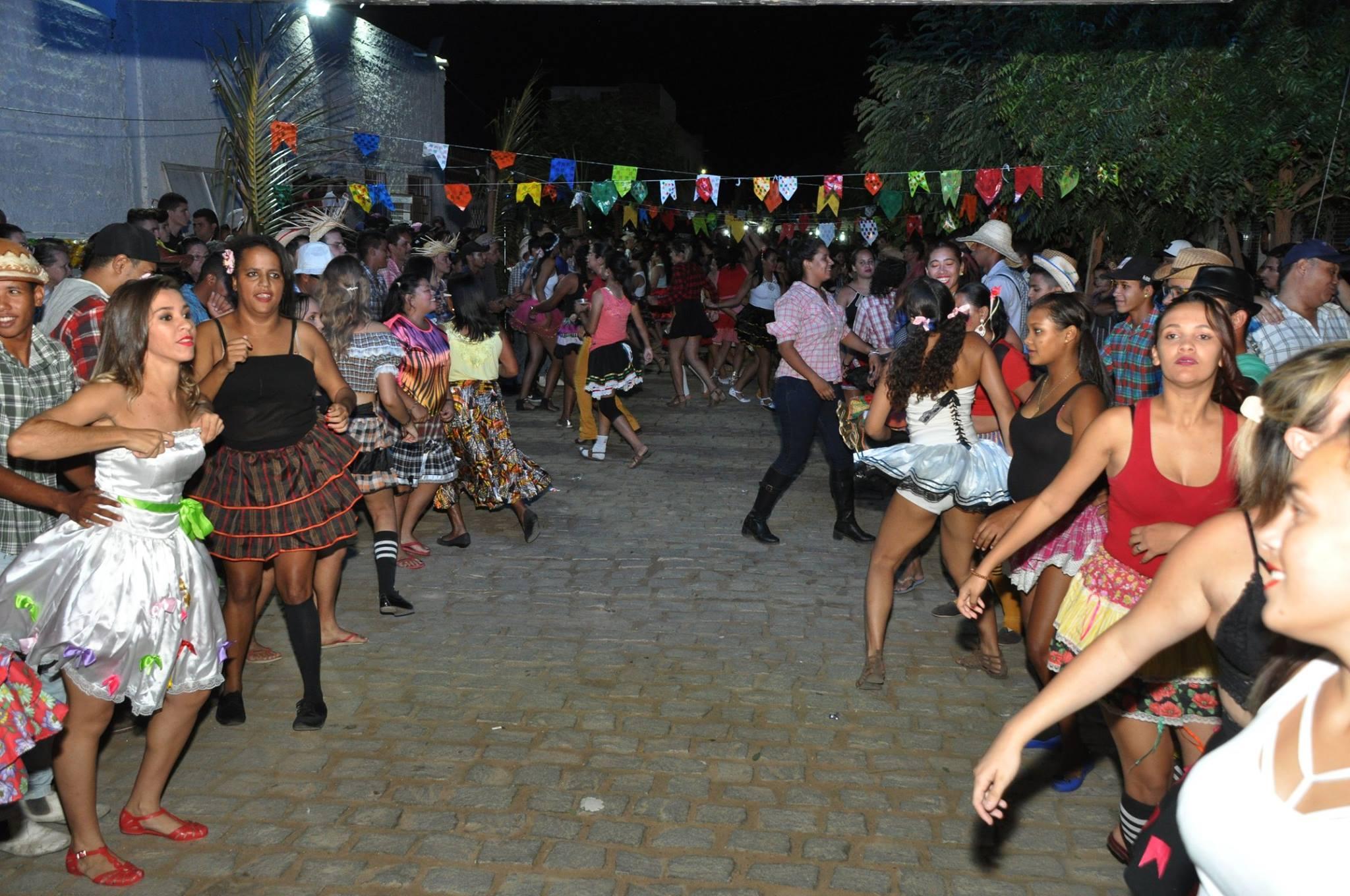 19092725_1899330773673446_2770191721348082370_o-1024x680 OPIPOCO mostra como foi a Segunda noite do festival de quadrilhas em Monteiro. Confira Imagens