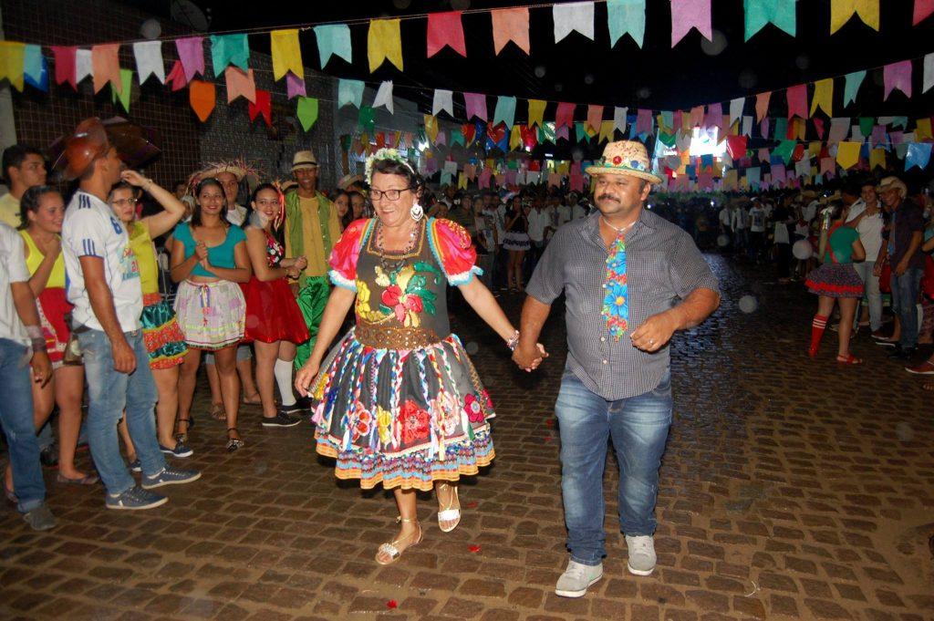 19095479_1900007753605748_8250883451855126727_o-1024x681 OPIPOCO mostra como foi a Terceira noite do festival de quadrilhas em Monteiro. Confira Imagens