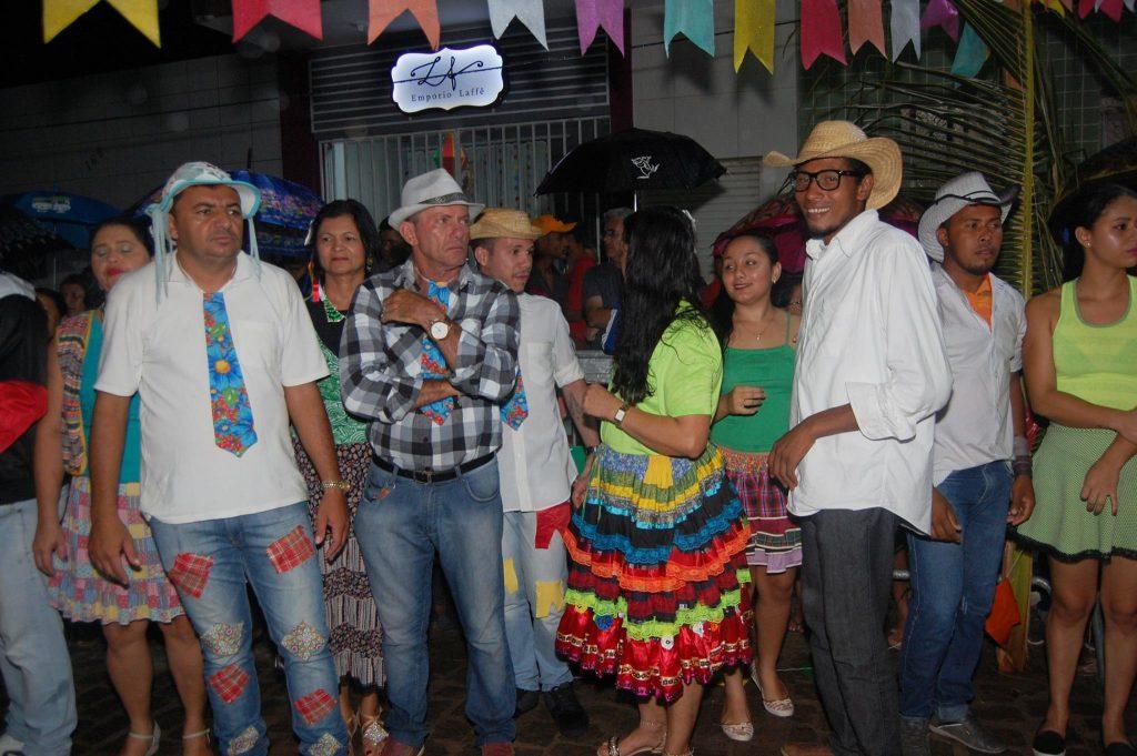 19095707_1900010533605470_6218733833134925527_o-1024x681 OPIPOCO mostra como foi a Terceira noite do festival de quadrilhas em Monteiro. Confira Imagens