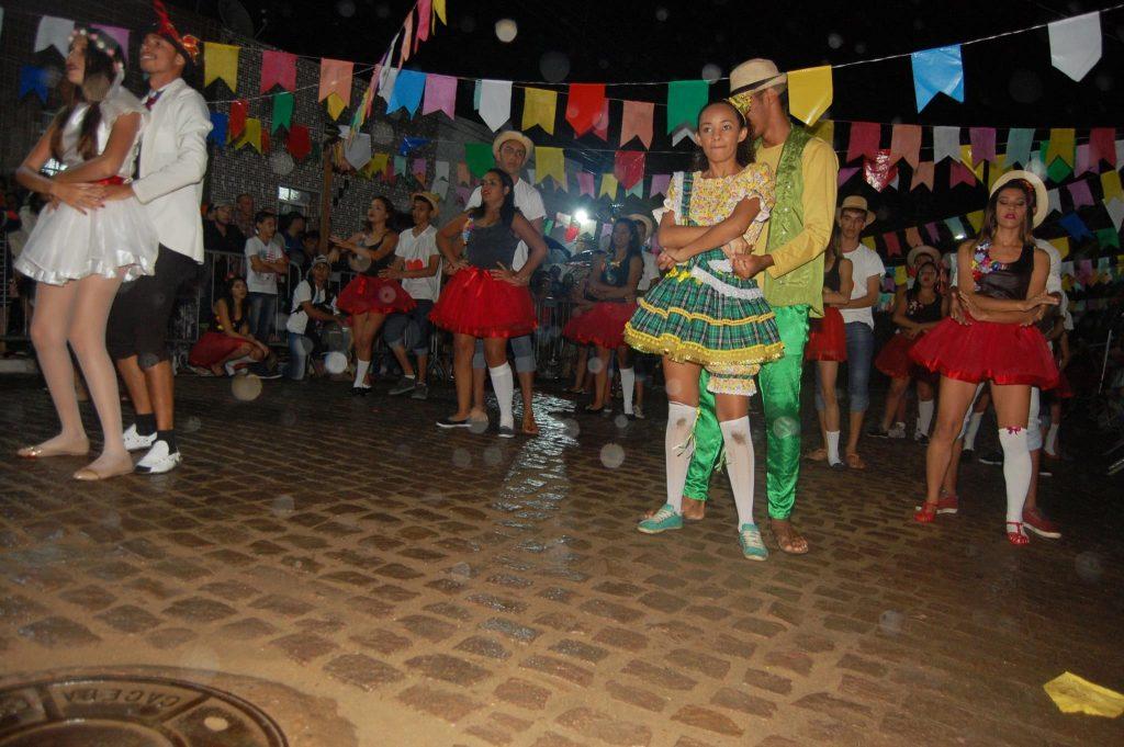 19095711_1900008456939011_3199481037768087872_o-1024x681 OPIPOCO mostra como foi a Terceira noite do festival de quadrilhas em Monteiro. Confira Imagens
