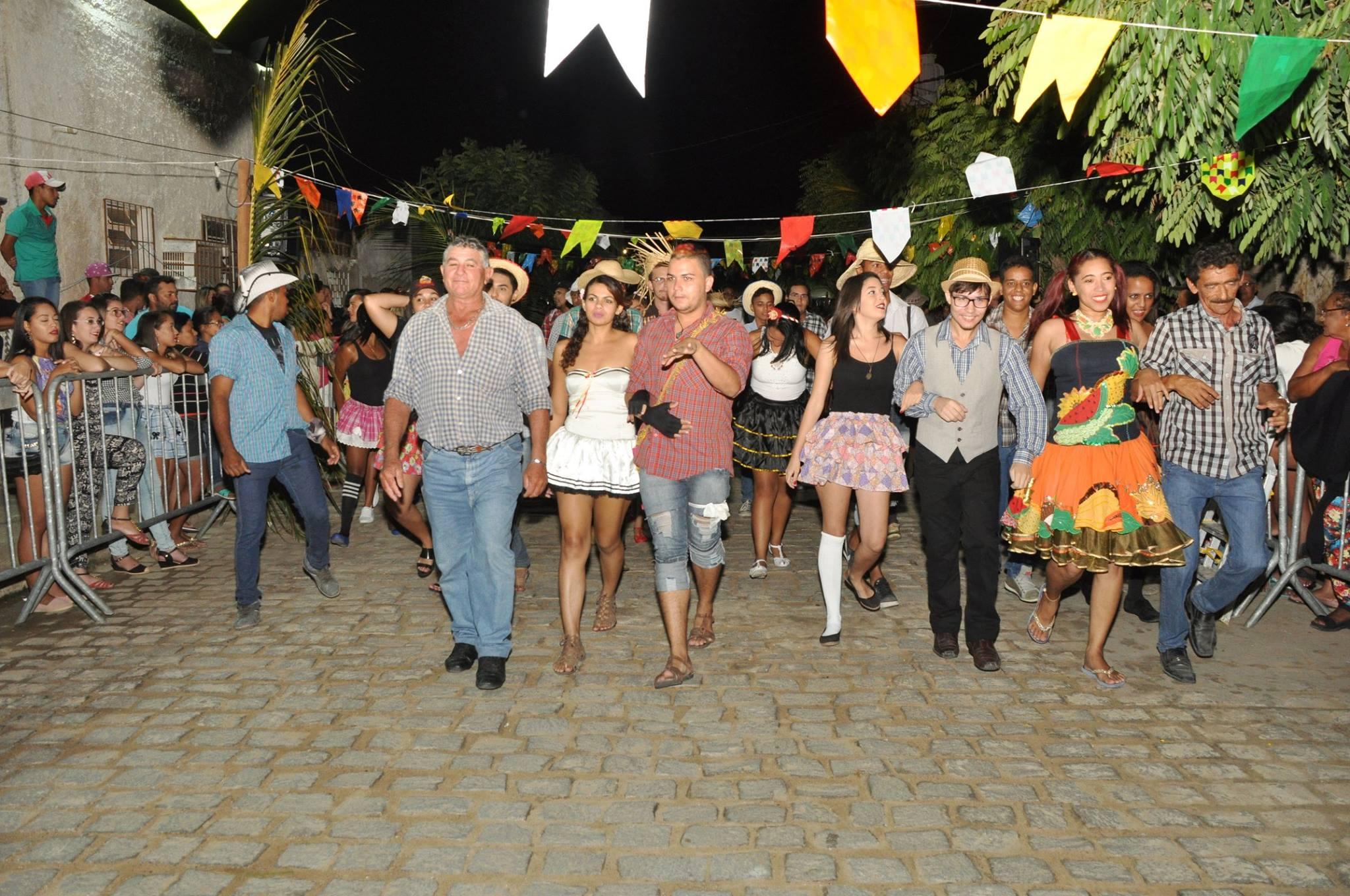 19142906_1899332093673314_6743447838571350025_o-1024x680 OPIPOCO mostra como foi a Segunda noite do festival de quadrilhas em Monteiro. Confira Imagens