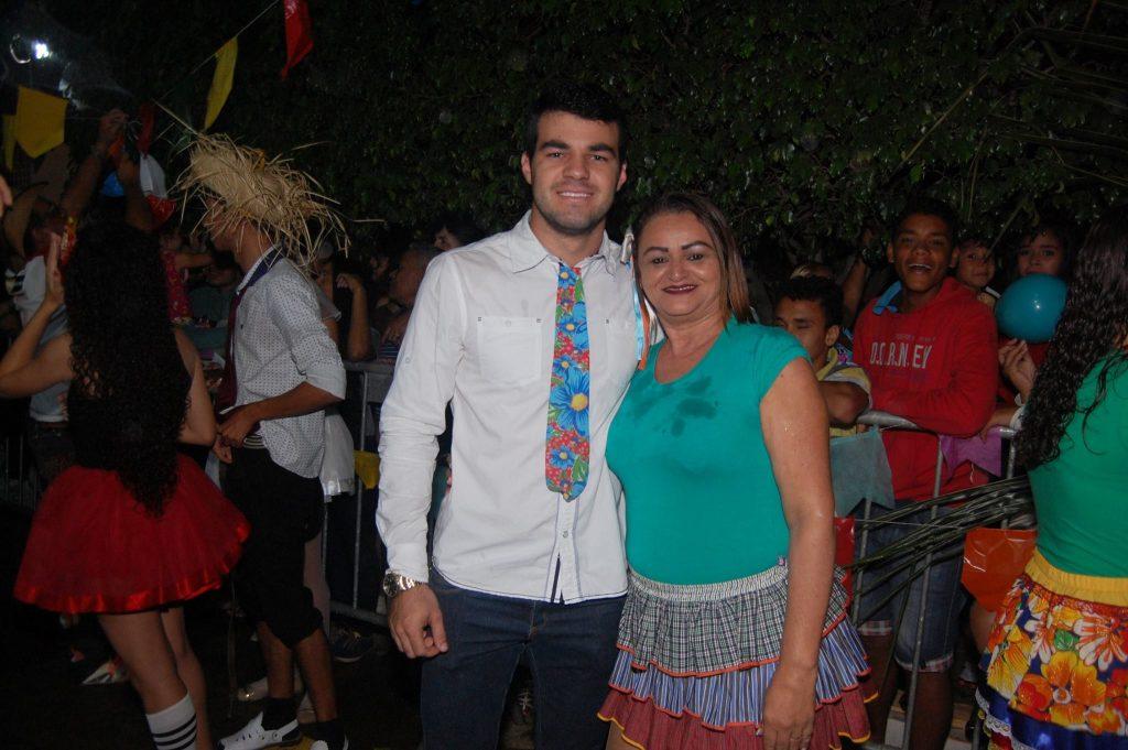 19143171_1900008940272296_6894949767135783649_o-1024x681 OPIPOCO mostra como foi a Terceira noite do festival de quadrilhas em Monteiro. Confira Imagens
