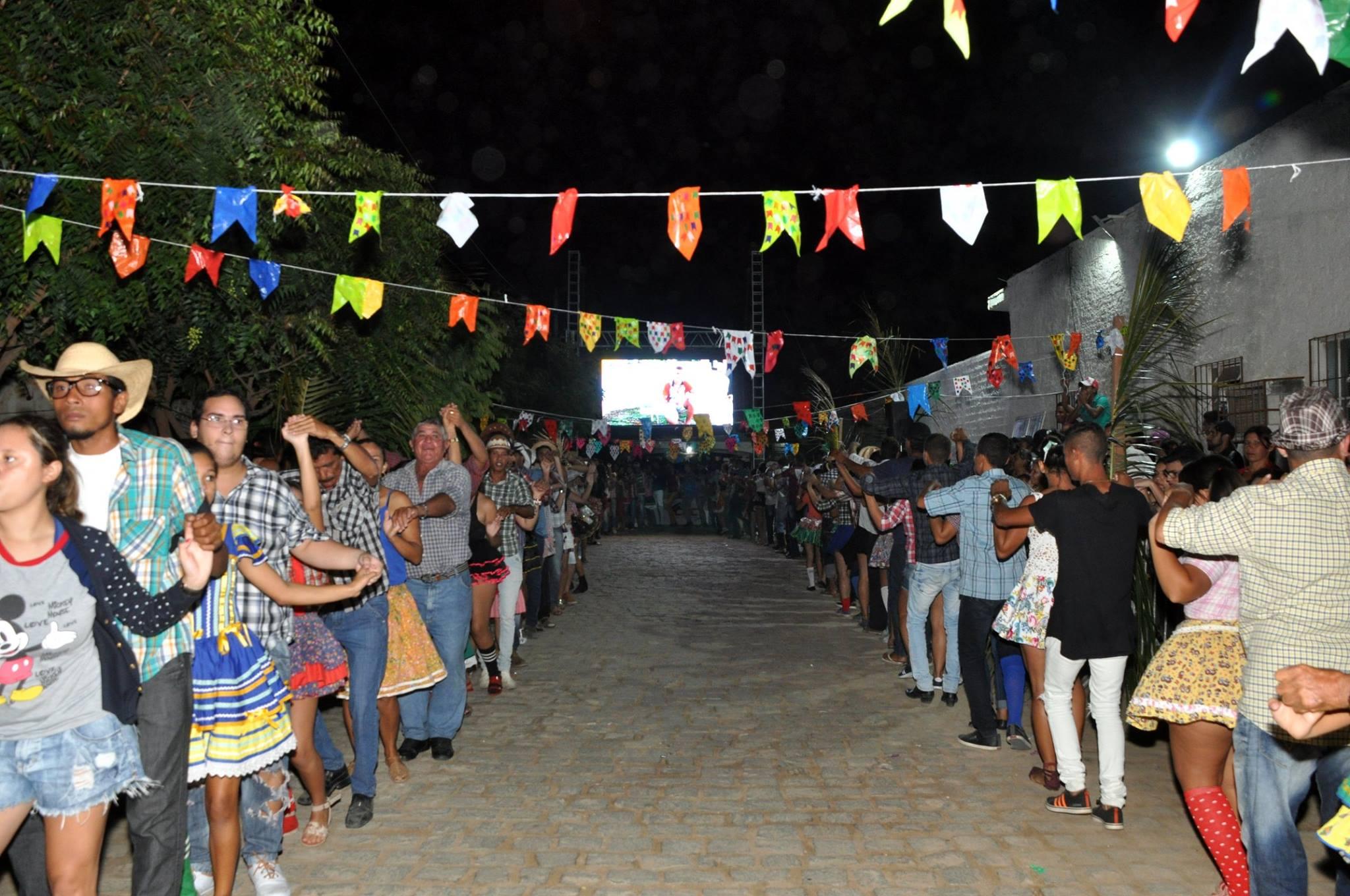 19143200_1899328790340311_5101785377377550050_o-1024x680 OPIPOCO mostra como foi a Segunda noite do festival de quadrilhas em Monteiro. Confira Imagens