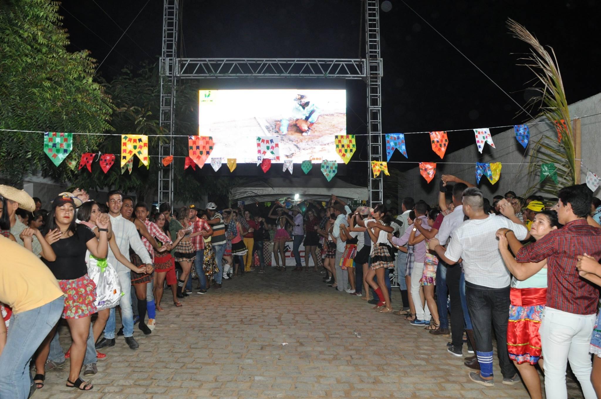 19143743_1899327980340392_5586476930253024338_o-1024x680 OPIPOCO mostra como foi a Segunda noite do festival de quadrilhas em Monteiro. Confira Imagens