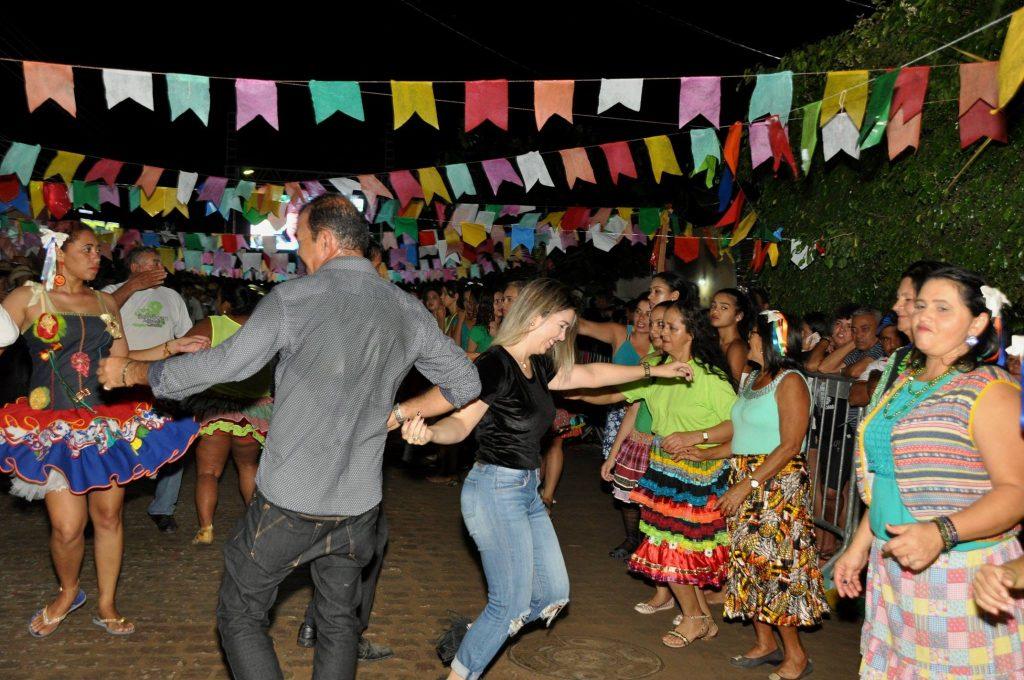 19144139_1899999160273274_4774260053891430842_o-1024x680 OPIPOCO mostra como foi a Terceira noite do festival de quadrilhas em Monteiro. Confira Imagens