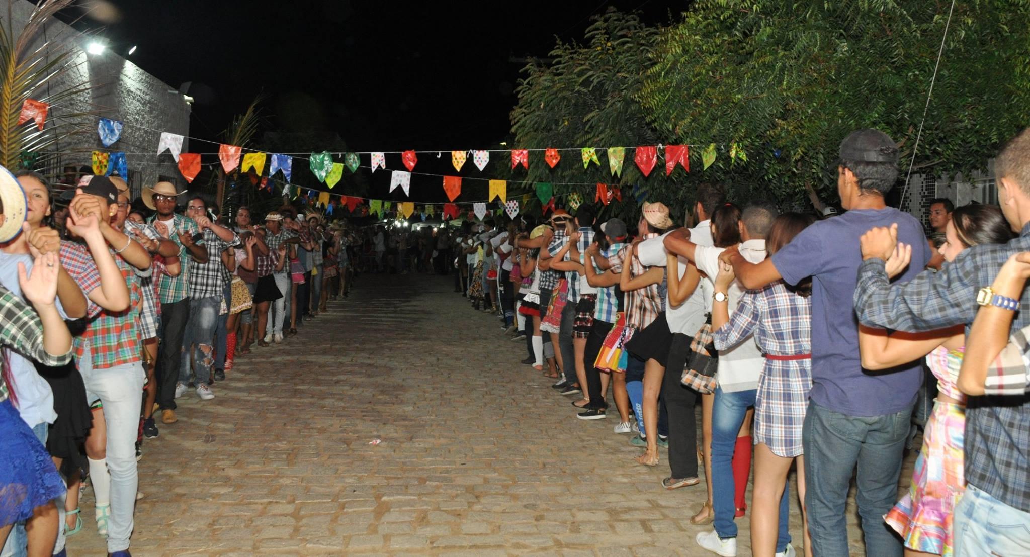 19144152_1899325723673951_7957048826676829055_o-1024x554 OPIPOCO mostra como foi a Segunda noite do festival de quadrilhas em Monteiro. Confira Imagens