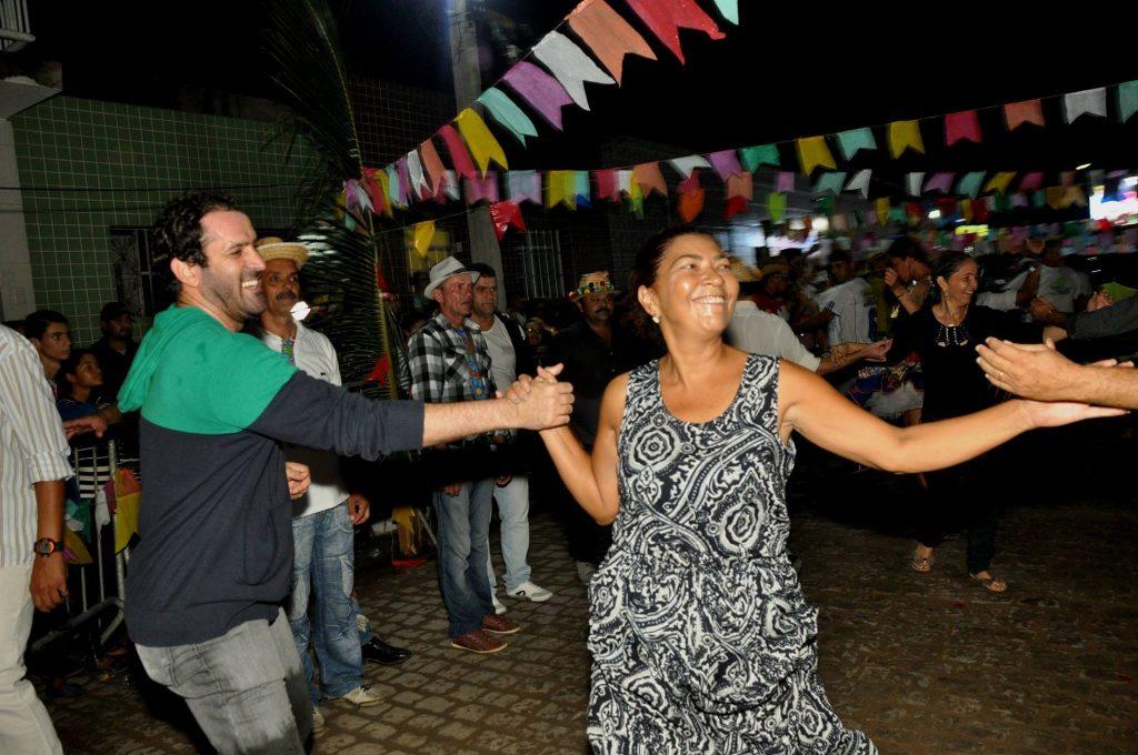 19144179_1899990176940839_6049291309864572233_o-1024x680 OPIPOCO mostra como foi a Terceira noite do festival de quadrilhas em Monteiro. Confira Imagens