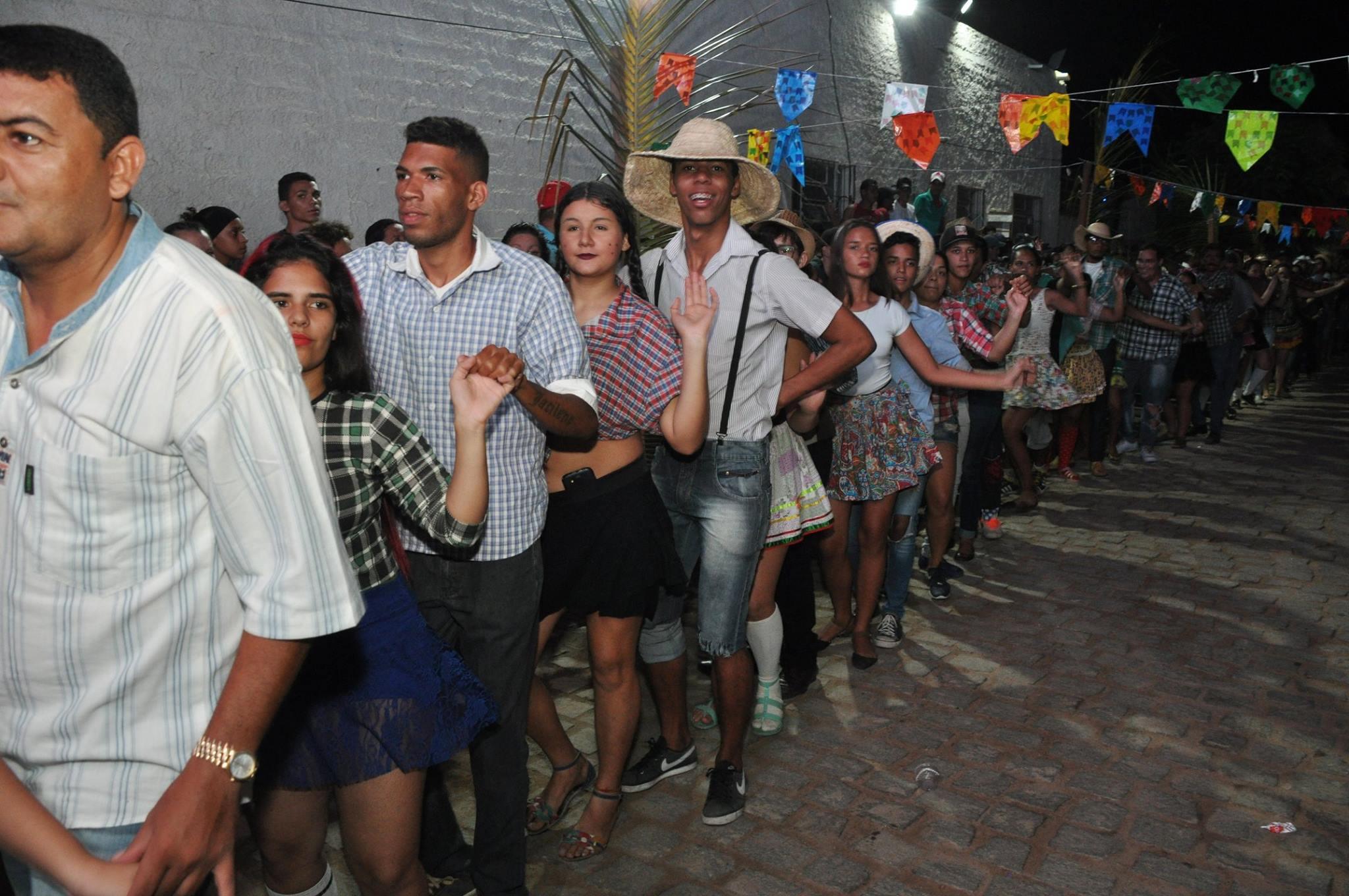19221429_1899329500340240_840186556991098557_o-1024x680 OPIPOCO mostra como foi a Segunda noite do festival de quadrilhas em Monteiro. Confira Imagens