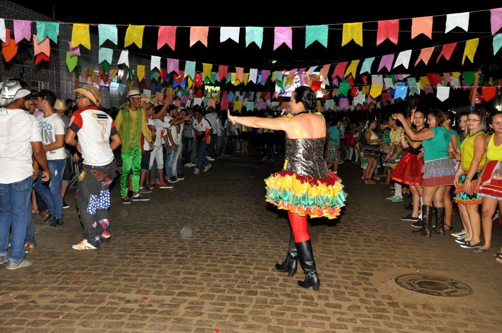 19221521_1899999900273200_4210508578610197689_o-1024x680 OPIPOCO mostra como foi a Terceira noite do festival de quadrilhas em Monteiro. Confira Imagens