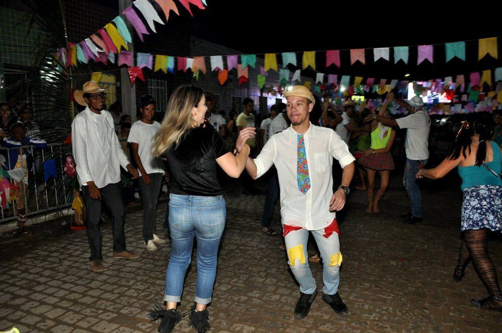 19221615_1899997286940128_7552495303116974730_o-1024x680 OPIPOCO mostra como foi a Terceira noite do festival de quadrilhas em Monteiro. Confira Imagens