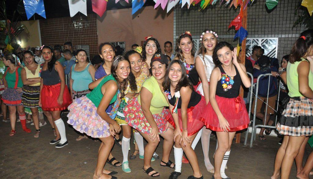 19221676_1899991856940671_7660627864873856405_o-1024x587 OPIPOCO mostra como foi a Terceira noite do festival de quadrilhas em Monteiro. Confira Imagens