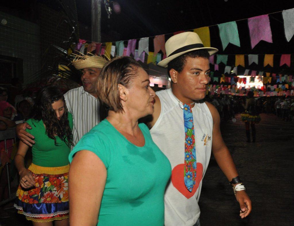 19222961_1899989270274263_8978012256240825261_o-1024x786 OPIPOCO mostra como foi a Terceira noite do festival de quadrilhas em Monteiro. Confira Imagens