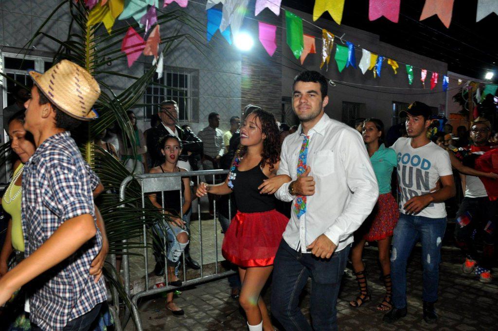 19237974_1899997250273465_6392100007910991616_o-1024x680 OPIPOCO mostra como foi a Terceira noite do festival de quadrilhas em Monteiro. Confira Imagens