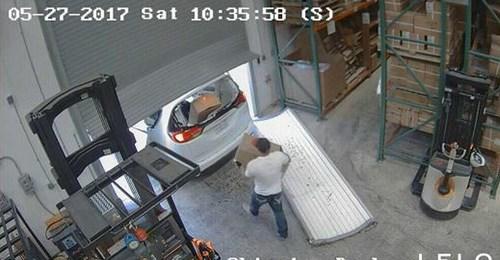 Roubo-de-camisinha- Ladrões roubam 30 mil camisinhas e artigos eróticos
