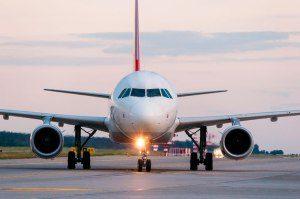 avião-tem-buzina-300x199 Casal faz sexo na frente dos outros passageiros em avião