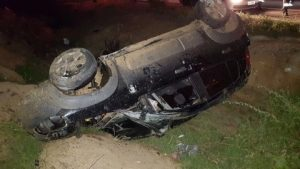carro-capota-300x169 Monteirense perde o controle de veículo e capota na BR-412