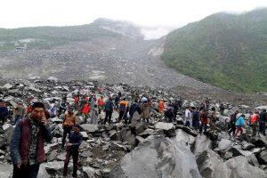deslizamentoterrachina2reuters-300x200 Deslizamento deixa pelo menos 120 desaparecidos na China