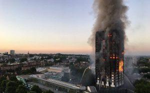 incendio-londres-300x186 Grande incêndio atinge prédio residencial e deixa mortos em Londres