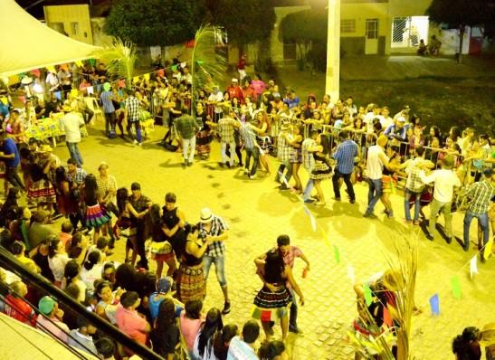 timthumb-20-300x218 Festival de Quadrilhas de Ruas de Monteiro começa na próxima terça, dia 13