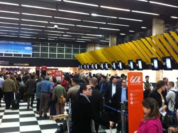 1339595445025-fila-congonhas-300x225 Governo quer leiloar Congonhas e mais 12 aeroportos à iniciativa privada