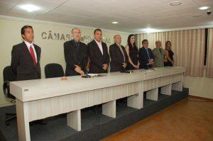 8b7b7f24-5301-4a47-80a0-4fd3738ca80a-300x199 Delegada da Mulher e outras autoridades recebem título de cidadania monteirense. Confira as Imagens