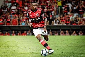 AAqdzvr-300x200 Torcedor do Botafogo é preso por ofensa racista durante partida