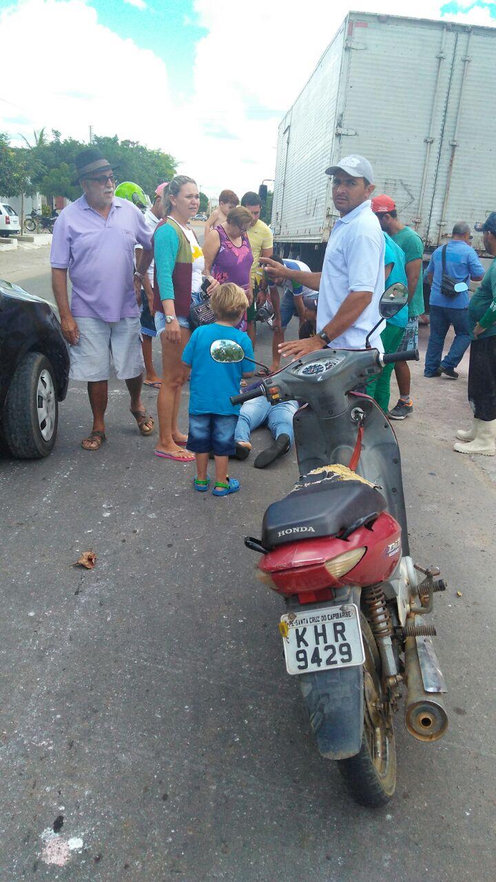 IMG-20170818-WA0097-169x300 Colisão entre carro e moto deixa uma pessoa ferida em Monteiro